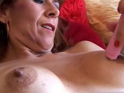 Gorgeous redhead is feeling horny | busty  gorgeous  horny girls  mature  redhead