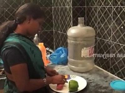 amma ilatha pothu, magan velaikariudan | desi girls  kitchen  maid  teens