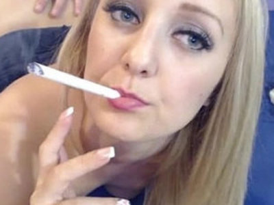 Hot Blonde Smoking while Deepthroating Live | blonde   deepthroat   smoking