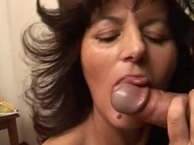 Casalinga mamma matura italiana fa pompino cazzone italian mature blowjob mom | blowjob  italian girls  mature  son and mom