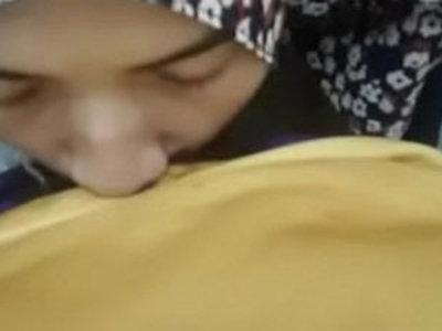 hijab girlfriend giving a blow asiansex.life | arabian girls  asian girls  blowjob  girlfriend